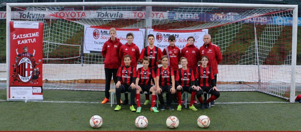 futbolo-akademija_2000-2002komanda